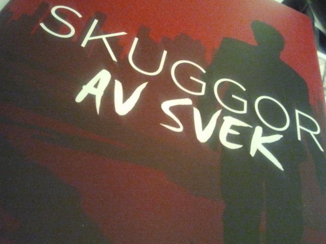 En av mina läsare i Sverige har skrivit en liten recension om Skuggor av svek.