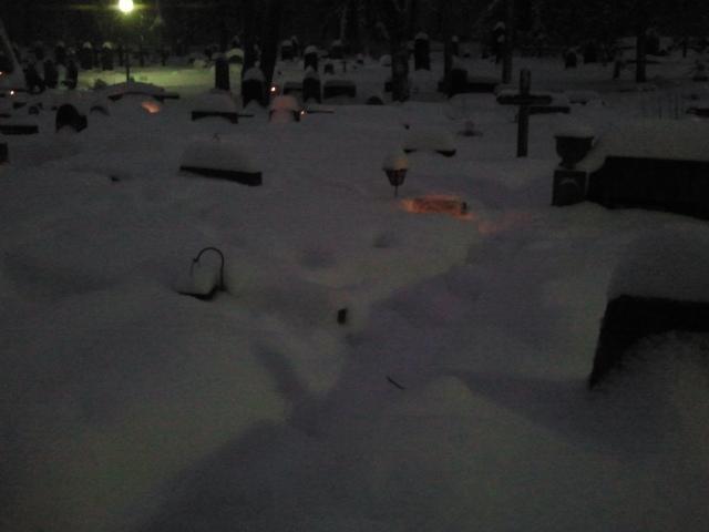 Gamla kyrkogården, julafton.