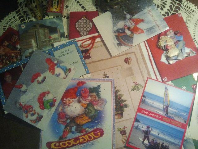En del av alla julkort vi fått i år.