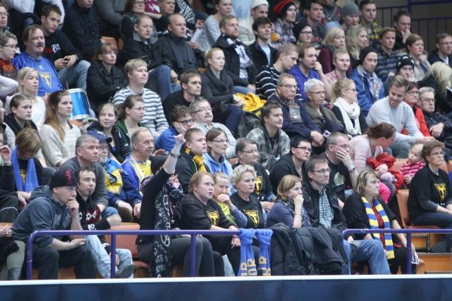 En god bit över sextio personer hade kommit till Åbo för att heja på Lovisa Tor.