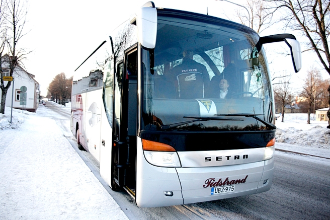 Tidstrands fina buss tog oss till Jyväskylä.