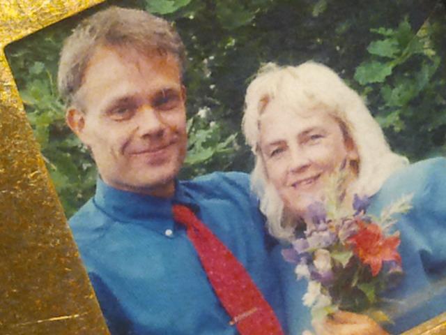 Ligger mig närmast hjärtat. Kärleken, min make, min bästa vän. Så här såg vi ut för snart femton år sedan, 4.7.1998 då vi gifte oss.