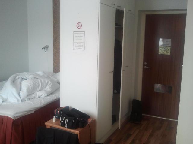 Visade bilder från rummet åt alla håll i förra inlägget, men glömde hallen :-)