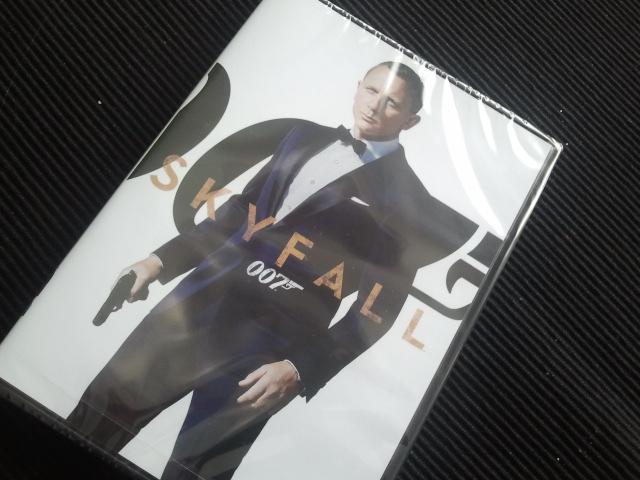Nu har jag också senaste Bondrullen på dvd.