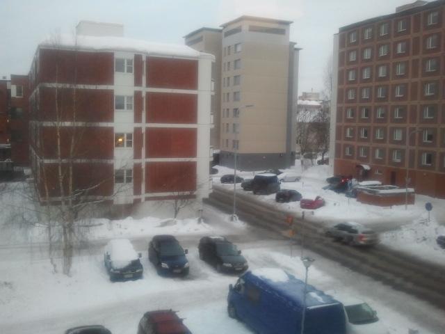 Utsikten från hotellfönstret mot Kullervonkatu.