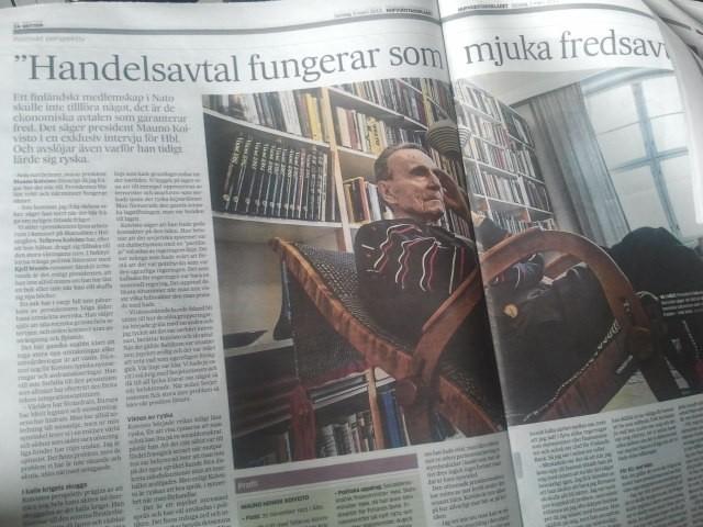 Före detta presidenten Mauno Koivisto intervjuas i Hufvudstadsbladet.