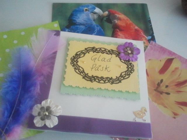 Handgjorda kort och påskhälsningar på köpta kort .