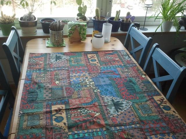 En gardin pryder bordet :-)