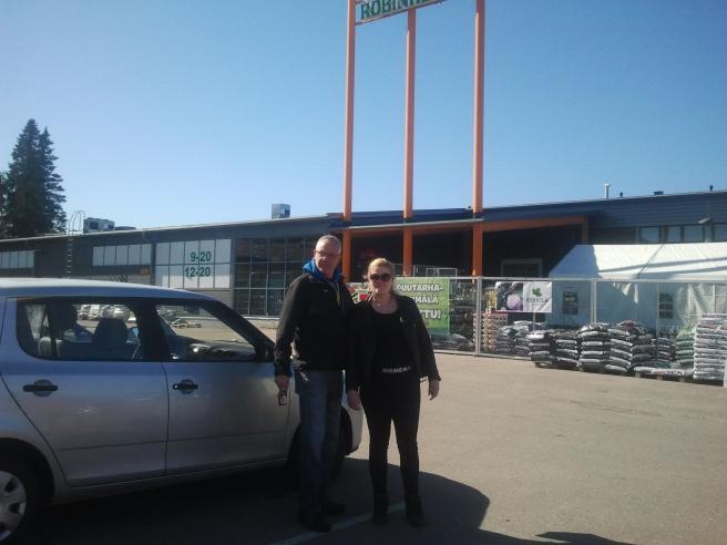 Far och dotter i Gammelby på väg till Robinhood.