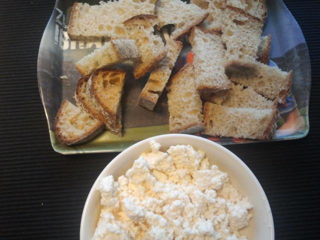 Så vi hade en hel del att käka då vi också hade gjort klart lite brödbitar och bondost.