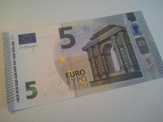 Den nya fem euros sedeln ser ut så här.