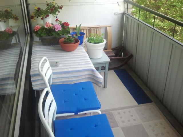 Möblerade om på balkongen. Den är väl inte direkt toppstajlad men världens mysigaste för oss!