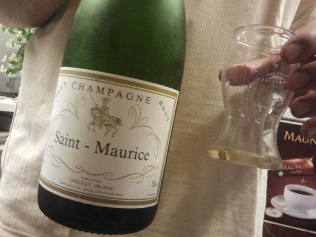 Riktigt champagne skulle det förstås vara och då kioskdagen var slut skålade vi i den.