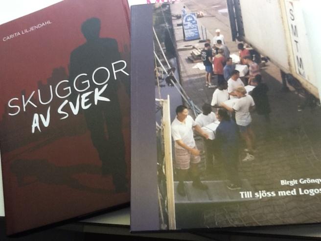 Birgit får min bok och jag får hennes.