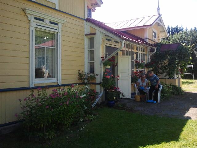 Villa Ekholm på Kretsgången 8 har varit i samma släkts ägo sedan slutet av 1800-talet. Här bor en dam som har mer än gröna fingrar. Gården är ett eldorado för trädgårdsvänner.
