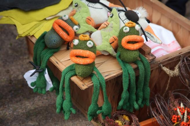 De här grodorna fanns till salu på höstmarknaden i Pernå kyrkoby.