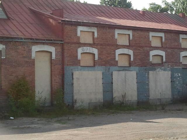 Den gamla kartongfabriken får inte rivas, och bra är väl det!
