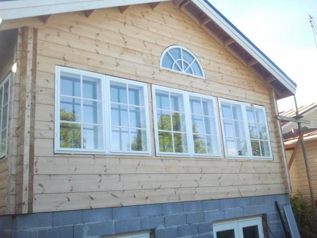 Den del av huset som vetter mot gården var i dåligt skick och här har familjen låtit bygga en ny del som passar ihop med den gamla.