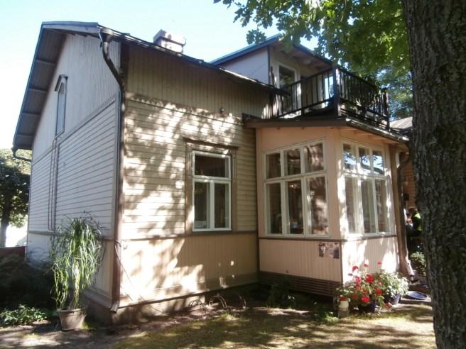 Villa Degerby sett från gården. Lovisas före detta stadsarkitekt Aulis Tynkkynens andra hem.