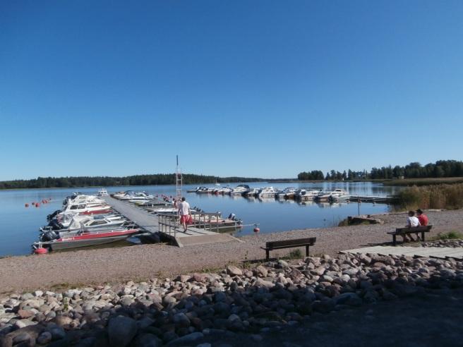 Avslutar med en bild på småbåtshamnen. Så otroligt vacker den här soliga och varma sensommardagen. Vad jag älskar Lovisa!