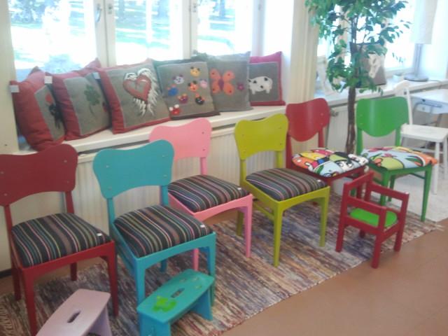 I gamla posten i korsningen av Brandensteinsgatan och Drottninggatan presenterar sig Pro Paja från Borgå och de tre sysselsättande verkstäderna Akseli, Lilla Petters Gård och Startverksamheten från Lovisa.