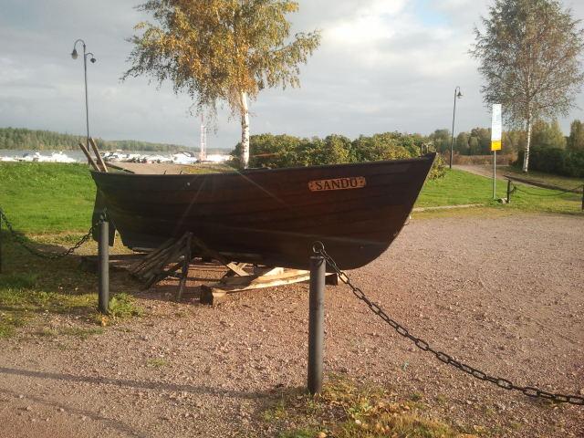 Hösten är här, båtarna har tagits upp på land. Men i dag var det fortfarande rätt soligt och varmt.