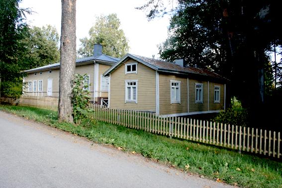 Karaktärshusen på Ekuddens campingplats. Här kan man hyra rum.