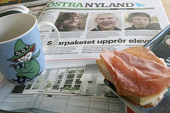 Den bästa stunden på morgonen är vid frukostbordet. Kaffe, vatten, smörgås och tid att läsa dagens tidningar.