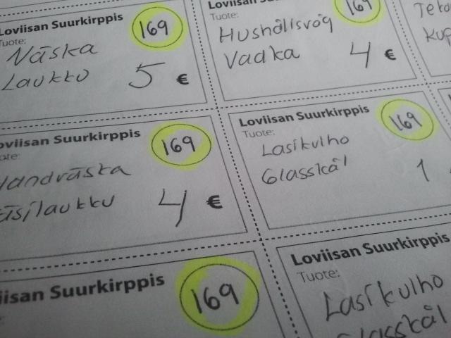 Från och med tisdag har vi en massa saker till salu på bord 169 i Lovisa, Suurkirppis, Mariegatan. I dag skrev jag lappar med pris och bordsnummer, så det blev rätt många siffror :-)