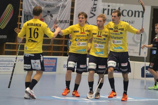 Mera målglädje. Joni Niiranen, Peik Salminen, Petri Mäki och Niklas Andersson. Foto: Benny Liljendahl