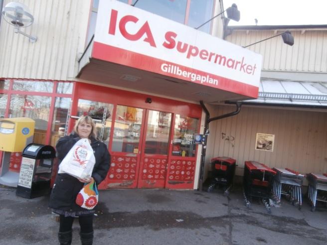 När man är i Sverige måste man handla på Ica. Men cidern man köper i affären har ju inte direkt någon fjong i sig. Blev lite rischoklad, en krysstidning och annat smått och gott också.