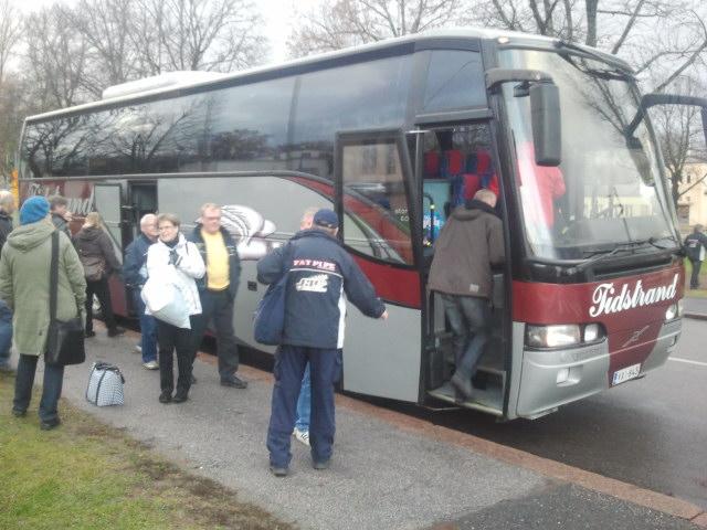Klockan är 15 och Tors supportrar äntrar bussen för att ta sig till Villmanstrand i östra Finland. Där ska Tor möta NST i innebandyligan klockan 18.