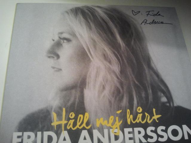 Fick Frida Anderssons pinfärska skiva på posten i dag. Nu snurrar den i cd-spelaren.