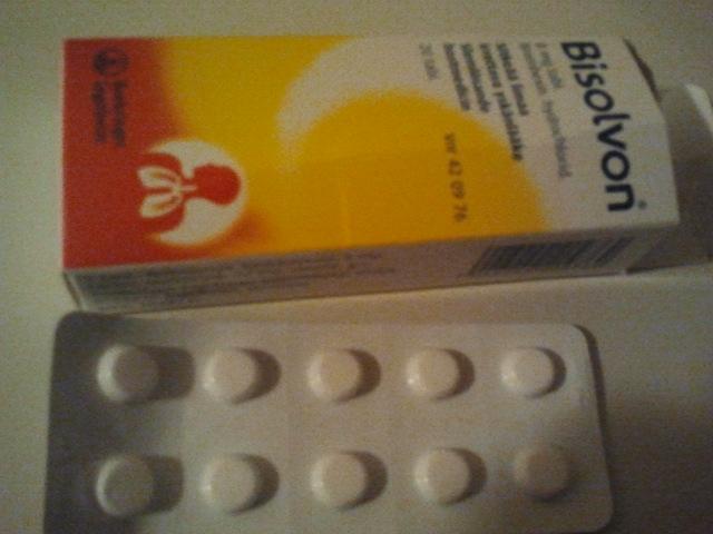 Hoppas de här slemlösande pillren ska göra mig frisk.