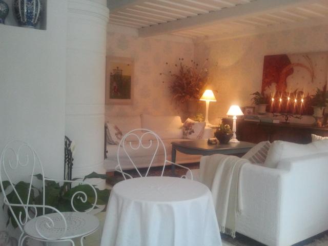 Husets vardagsrum hade inretts till litet café.