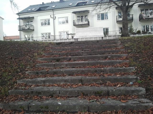Ibland fotograferar jag toaletter. I Eskilstuna finns många fina trappor, som de här i en av parkerna vid ån.