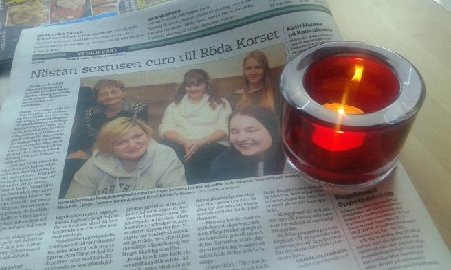 """I torsdags firades så kallad ljussläckningsfest för Östnylands lucia 2013 och hennes tärnor. Jag skrev om träffen i tidningen och fick en liten minnesgåva av lucia Johanna. Ljuset påminner mig om låten där följet sjöng """"låt det brinna, låt det brinna"""". Tack allihopa för att jag fick lära känna er!"""