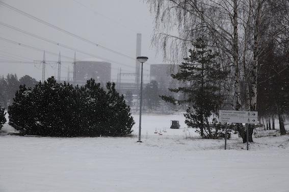 Mitt arbetsuppdrag i dag ledde mig till kärnkraftverket på Hästholmen. Eller egentligen till en mindre byggnad utanför områdets port, där presskonferenserna brukar hållas.