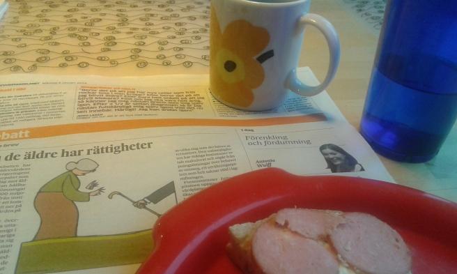 Dagen började med lång frukost. En skvätt kaffe, vatten, macka med korv från Sverige. Alspånsrökt cognacsmedwurst.