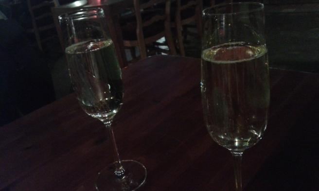 På hotellets restaurang är det Happy Hour på fredagar ganska många timmar. Ett glas mousserat kostar bara 1,90 euro.