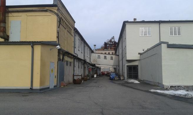 Gammal bruksmiljö i Hälleforsnäs. En del av fastigheterna är i dag butiker.