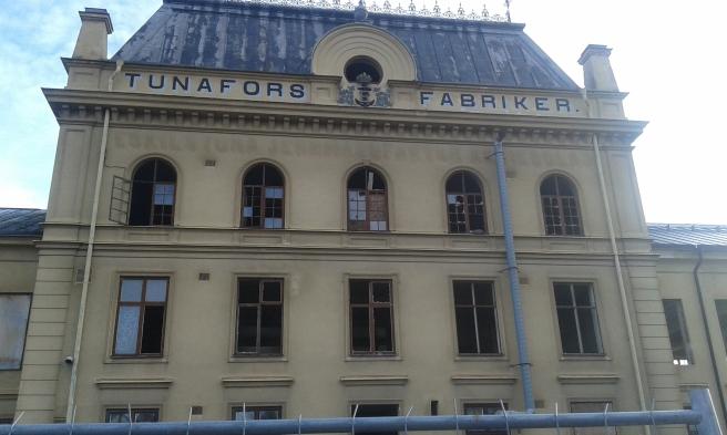Gamla Tunafors fabriker. En industrifastighet som ska bli bostäder. Här finns en hel del att göra innan det är klart.