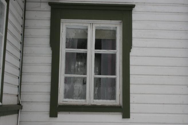 Ett ganska traditionellt fönster men gammaldags enkelt och fint. Ett av fönstren på karaktärshuset vi kallar Vita Huset.