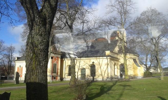 Från Stockholm via Södertälje till Eskilstuna. Riktigt vårligt väder mitt i februari där bussen stannade utanför S:ta Ragnhilds kyrka.
