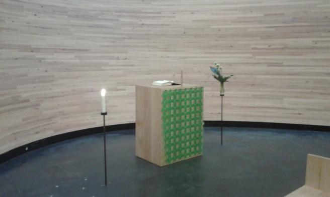 """Altaret i """"tystnadens kapell""""."""