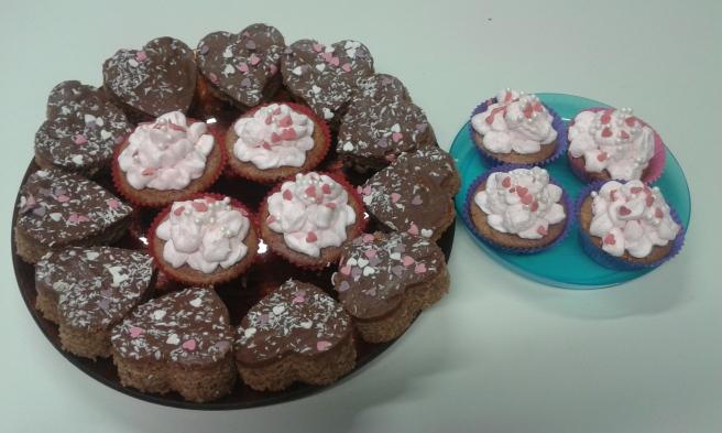 Kollegan Anna och hennes tvillingflickor har bakat de här kakorna.