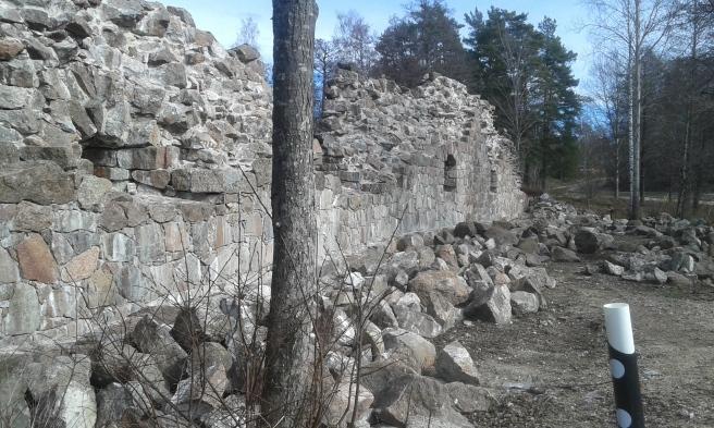 Renoveringen av Bastion Rosen har påbörjats men nu verkar arbetet ha stått still några år.