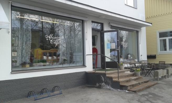 Hit anlände jag halv tio på morgonen. Monicas café i Lappträsk centrum var min bas under tre och en halv timme.