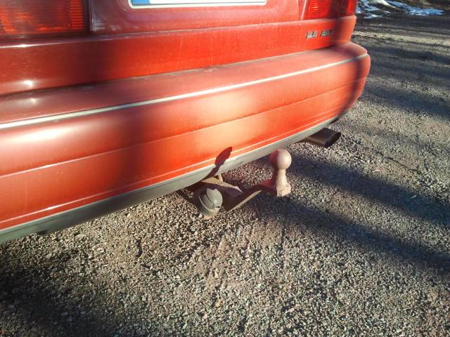 Vår Volvo har en rejäl dragkrok av robust material, så jag antar att spåret av krocken bara syns på förövarens bil.