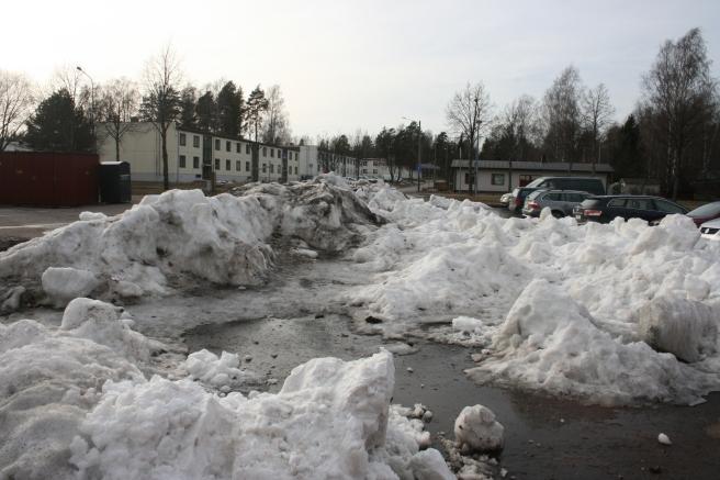 Så här mycket snö har vi i Lovisa :-) Utanför ishallen dock. Där brukar det bli högar bland annat för att ismaskinen töms här.
